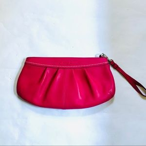 COACH 13734 PINK LEATHER OVERSIZED WRISTLET
